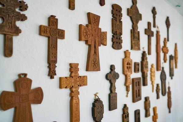 Magazin cruci lemn si alte obiecte din traditia ortodoxa romaneasca si populara lucrate manual