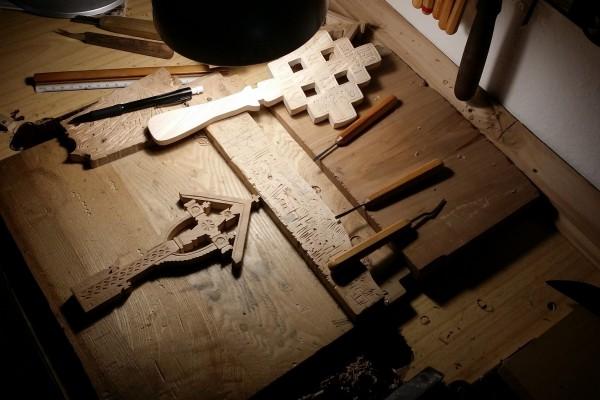 Atelier cruci lemn si alte obiecte din traditia ortodoxa romaneasca si populara lucrate manual